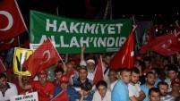Bu Aksam Gebze 15 Temmuz Demokrasi Şehitleri meydaninda Toplanan onbinlere iktidariyla muhalefetiyle birlik mesaji verildi