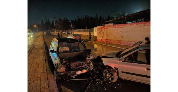 4 Otomobilin Karıştığı Kazada 2 Kişi Yaralandı