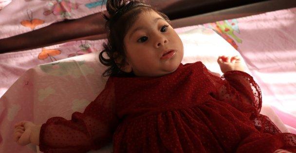 Ailesi mucize bebek Elif'in yürüyeceği günü bekliyor