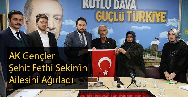 AK Gençler Fethi Sekin'in Ailesini Ağırladı
