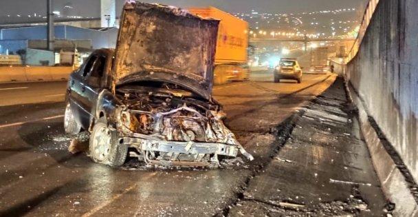 Alkollü sürücünün yaptığı trafik kazasında alev alan otomobil yandı