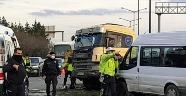 Anadolu Otoyolu'nda zincirleme trafik kazası ulaşımı aksattı