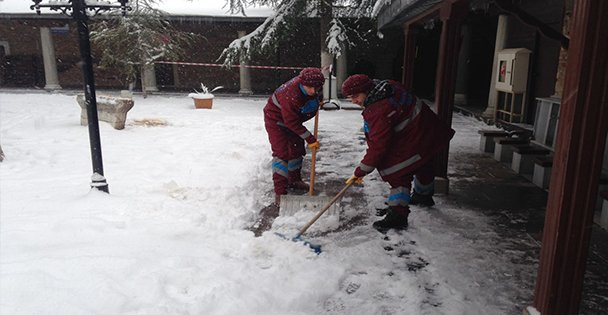 Avlu ve bahçeler temizlendi!