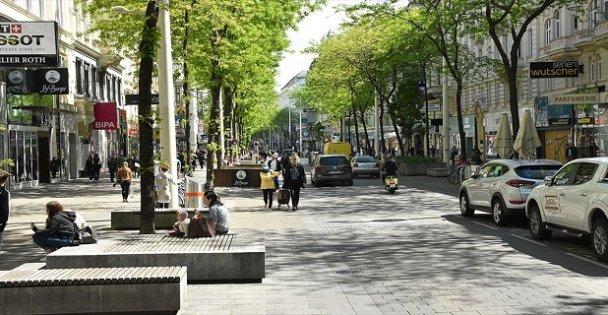 Avrupa'nın birçok ülkesinde Kovid-19 vakalarının artış hızı düşüyor