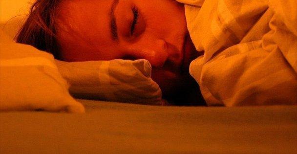 Az Uyuyan Az Yaşıyor