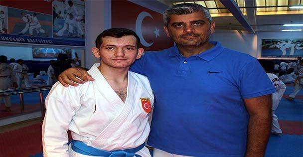 Babasına Özendi, Madalyaları Sıraladı