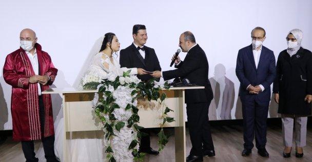 Bakan Varank, Kocaeli'de Darbedilen Basın Mensubunun Nikah Şahitliğini Yaptı