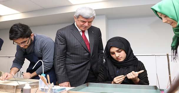Başkan, Akademi Liselilerle aynı sırayı paylaştı