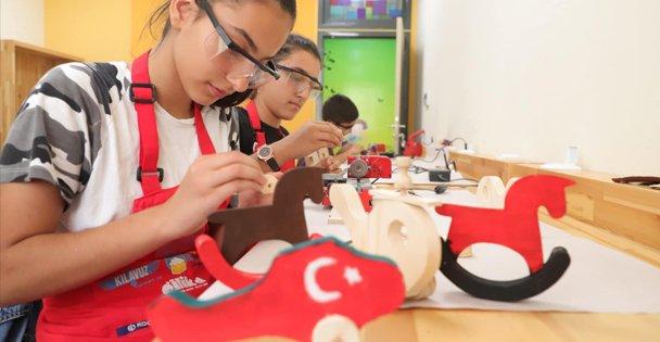 Bilgievi öğrencileri kendi oyuncaklarını tasarlıyor