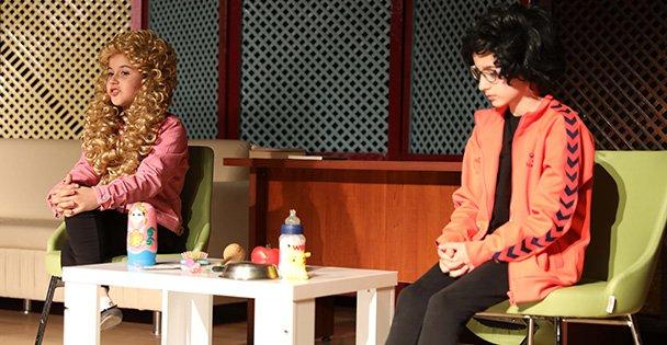 Bilgievi öğrencilerinden tiyatro gösterisi