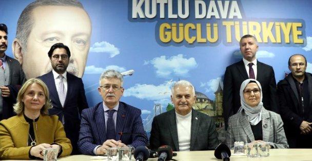 Binali Yıldırım AK Parti Kocaeli İl Başkanlığını ziyaret etti
