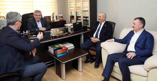 Büyükakın'dan eski başkanlara ziyaret