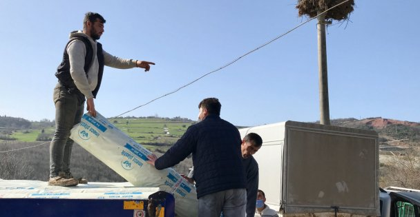 Büyükşehir Belediyesi'nin Sera Naylonu Dağıtımı Devam Ediyor