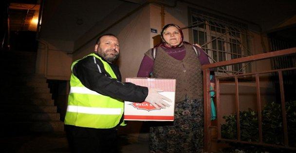 Büyükşehir kapı kapı gezdi, yardım kolileri dağıttı