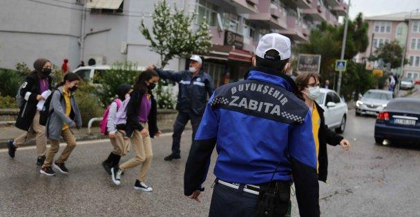 Büyükşehir Zabıtasıyla Okul Önleri Güvende