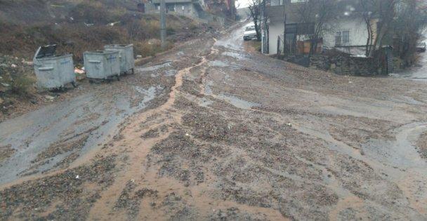 Cadde çamur içinde kaldı!