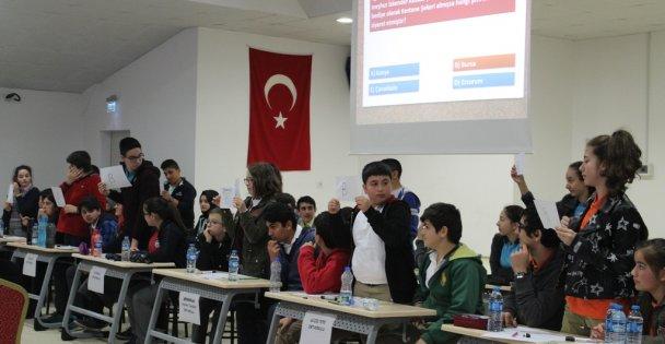 Çayırova'da Okullar Bilgi Yarışmasında Yarıştı