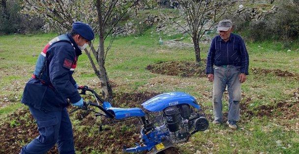 Çiftçinin Tarlasını Jandarma Çapaladı