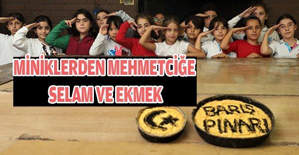 Çocuklar ekmek yaptı Mehmetçiğe selam yolladı