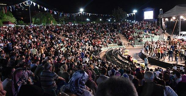 Darıca'da Sahne Diyarbakırlıların