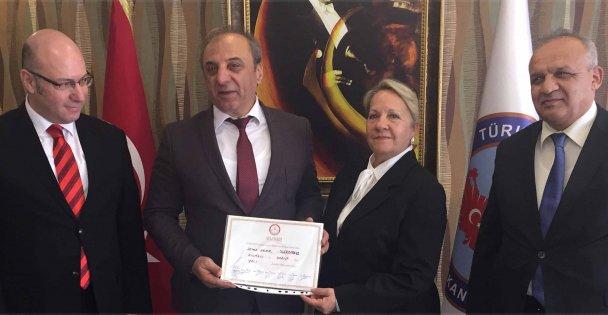 Darıca'nın ilk kadın mahalle muhtarı göreve başladı