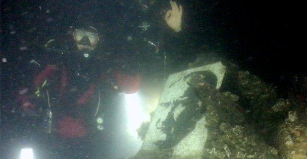 Deprem şehitlerini su altında andılar