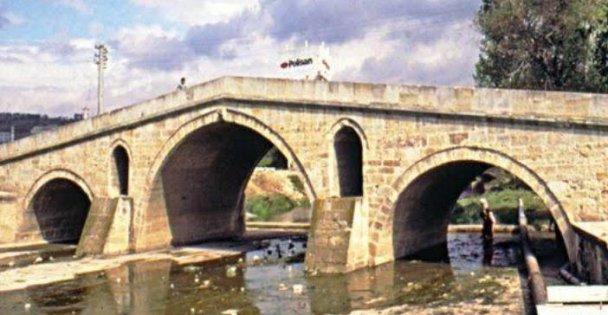 Devlet, 500 Yıllık Dilovası Mimar Sinan Köprüsü'ne Sahip Çıkmalı