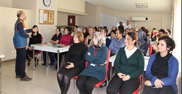 Devlet hastanesi personellerine afet eğitimi