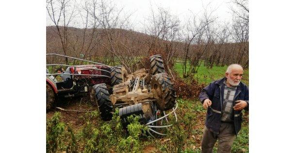 Devrilen traktörün atında kalan sürücüsü yaralandı