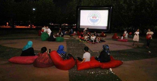 Dilovası'nda açık hava sinema keyfi