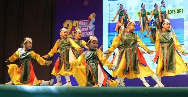 Dünya çocukları festivalde buluştu
