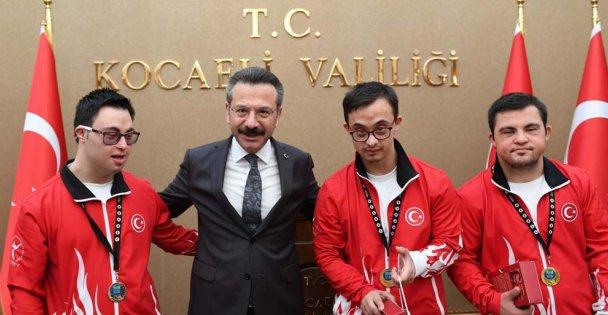 Dünya Şampiyonundan Vali Aksoy'a ziyaret