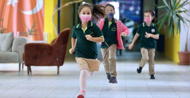 Enfeksiyon uzmanı Prof. Dr. Özkurt'tan okullarda 'hijyen ve maske kuralına dikkat' uyarısı