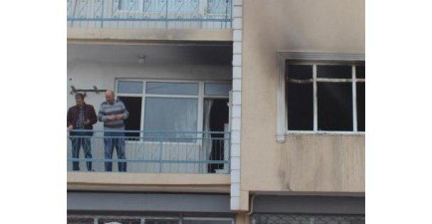 Eşi ve çocuklarını yangından kurtardı