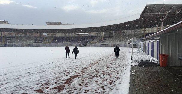 Gebze Alaettin Stadı Karla Kaplandı!