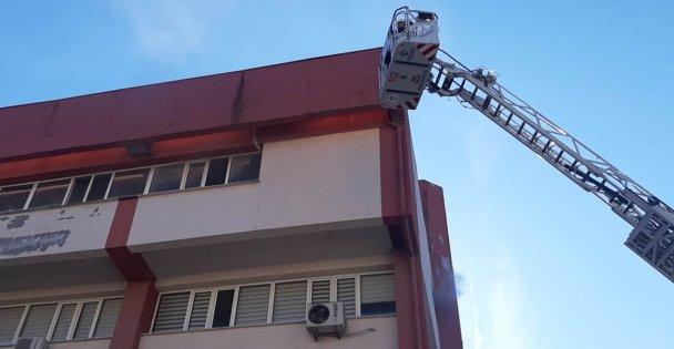 Gebze İlçe Emniyet Müdürlüğü binasında yangın