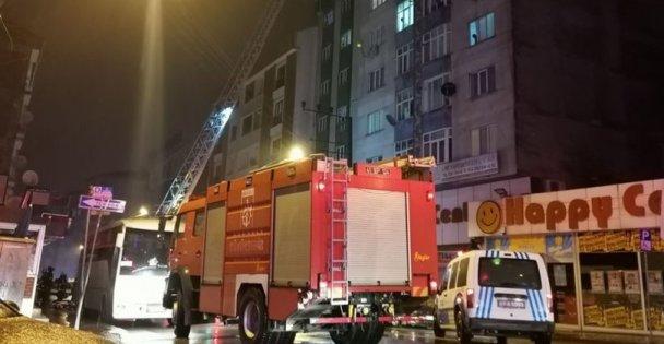 Gebze'de bina çatısında çıkan yangın paniğe neden oldu!