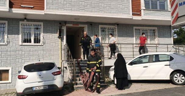 Gebze'de bir apartmanda çıkan yangın itfaiye ekiplerince söndürüldü