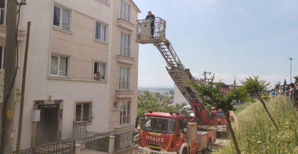 Gebze'de evde çıkan yangında bir kişi dumandan etkilendi