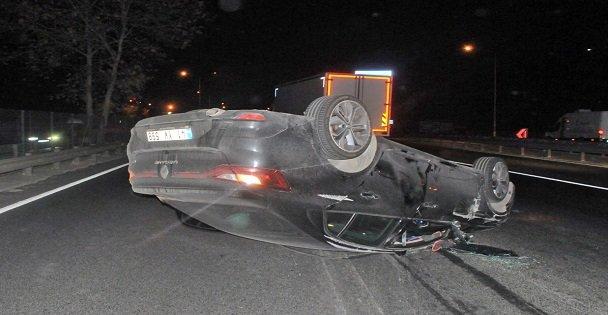 Gebzede kaza yapan sürücü otomobilini terk etti