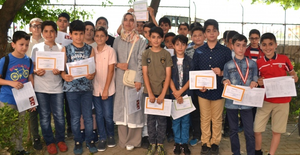 Gebze'de Öğrencilerin Karne Sevinci