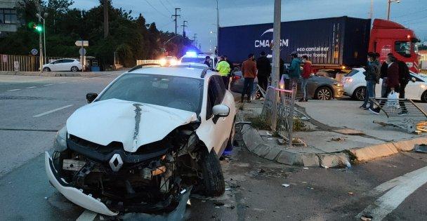 Gebze'de tır ile çarpışan sürücü yaralandı