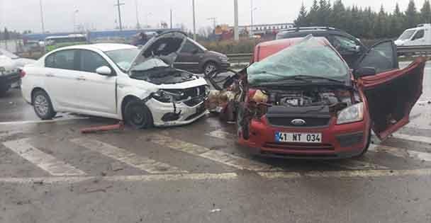 GEBZEde zincirleme trafik kazası: 4 yaralı