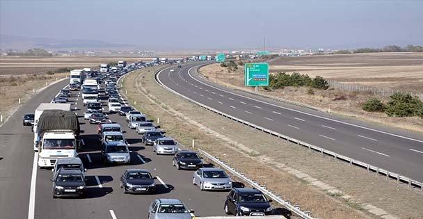 İzmit trafiğinde bayram yoğunluğu