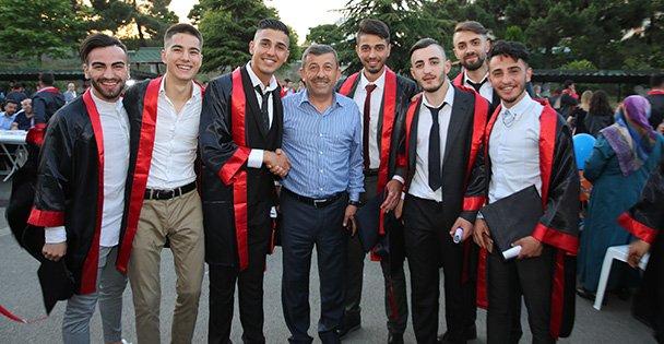 Karabacak öğrencilerle iftar yaptı