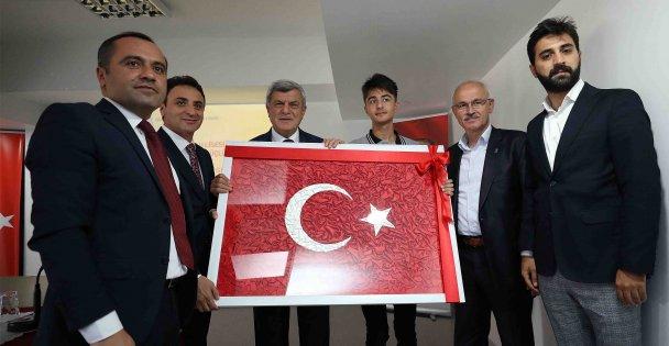 Karaosmanoğlu okulları ziyaret etti