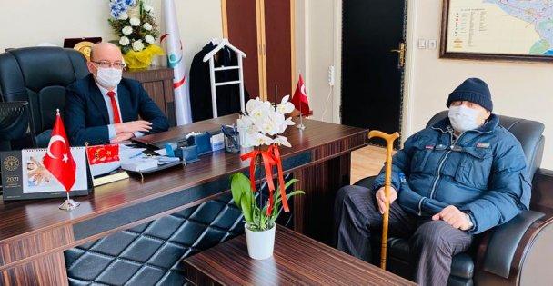 Kıbrıs Gazisi Yılmaz Koçak, Gebze İlçe Sağlık Müdürü Dr. İlhan Kadıoğlu'nu ziyaret etti.