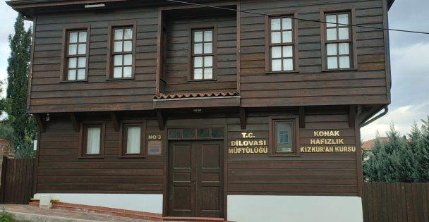 Kocaeli Milletvekili Cemil Yaman Tarihi Tavşancıl evlerinin restorasyon çalışmalarını inceledi