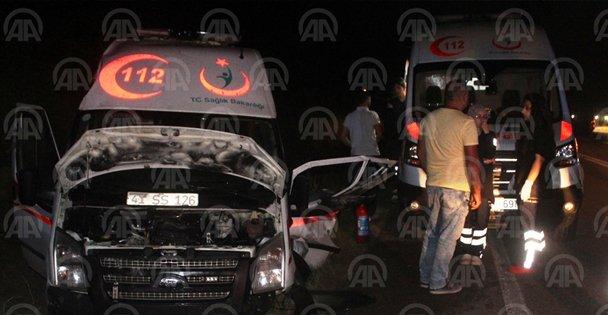 Ambulansla motosiklet çarpıştı: 1 yaralı