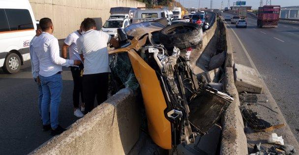 Kocaeli'de beton bariyere çarpan sürücü yaralandı
